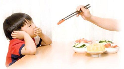 bé biếng ăn