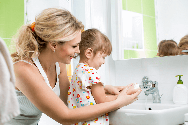 rửa tay cho trẻ em